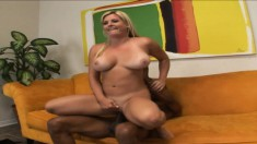 Stacked Kayla Prettyman works her lips and her snatch on a black pole
