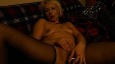 Elizabeth is a naughty mature blonde masturbating