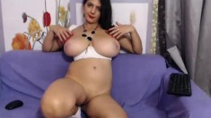 Big boobs brunette babe fingers holes