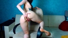 Teen deep anal toying and squirting on webcam
