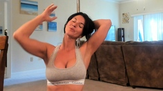 Sexy Tyla Wynn knows how to masturbate a large hard hot dick