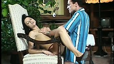 Horny girlfriend seduces her man into some passionate screwing